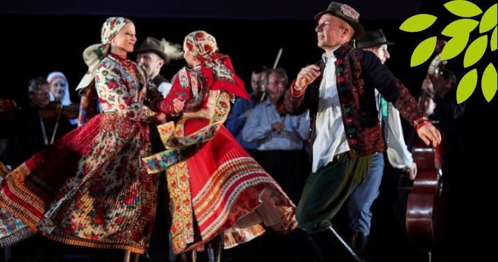 1001dc7f48 ... Berecz István és Navratil Andrea és egy autentikus kalotaszegi zenekar  segít felfedni a kalotaszegi tájegység tradícióinak szépségeit.